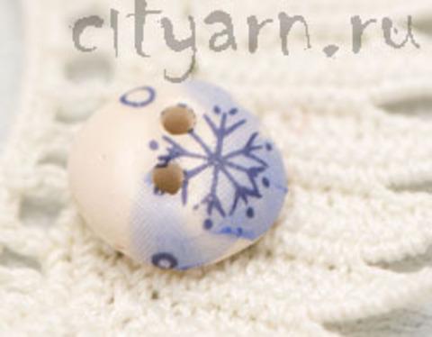 Пуговица керамическая, молочно-голубая со снежинками, маленькая