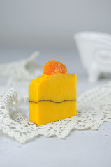 Набор ароматическая свеча Amore и мыло «Пряный апельсин», Россия