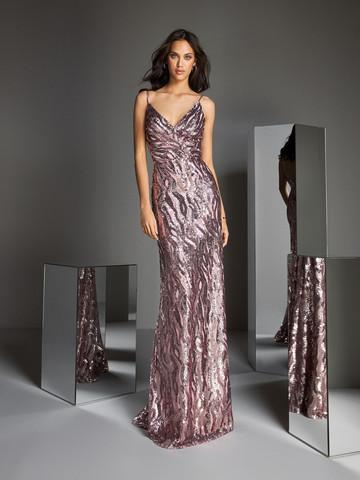 Вечернее платье классическое на тонких бретелях-спагетти