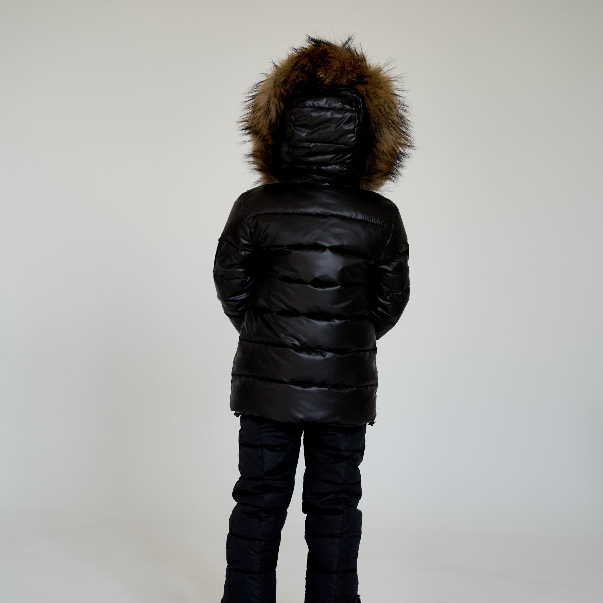 Детский зимний костюм с натуральной опушкой в черном цвете для мальчиков