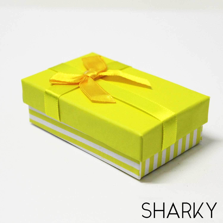 Коробочка подарочная желтая с полосками