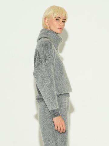 Женский свитер серого цвета из мохера и кашемира - фото 4