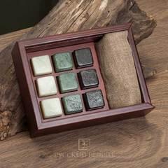 Камни для охлаждения виски из нефрита разных цветов. Набор 9шт. в деревянной коробочке.