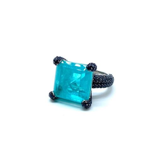 91656- Кольцо из серебра с квадратным кварцем парабаиба и черными микроцирконами