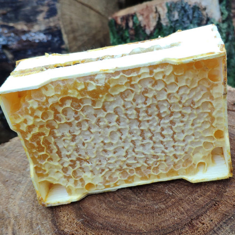 Сотовый мёд 2020 в минирамках (примерно 200гр) в пластиковой коробочке
