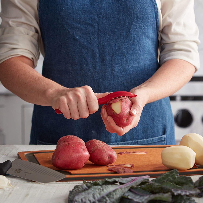 Овощечистка Victorinox Universal Peeler 7.6075.1   для чистки картофеля и любых других офощей и фруктов