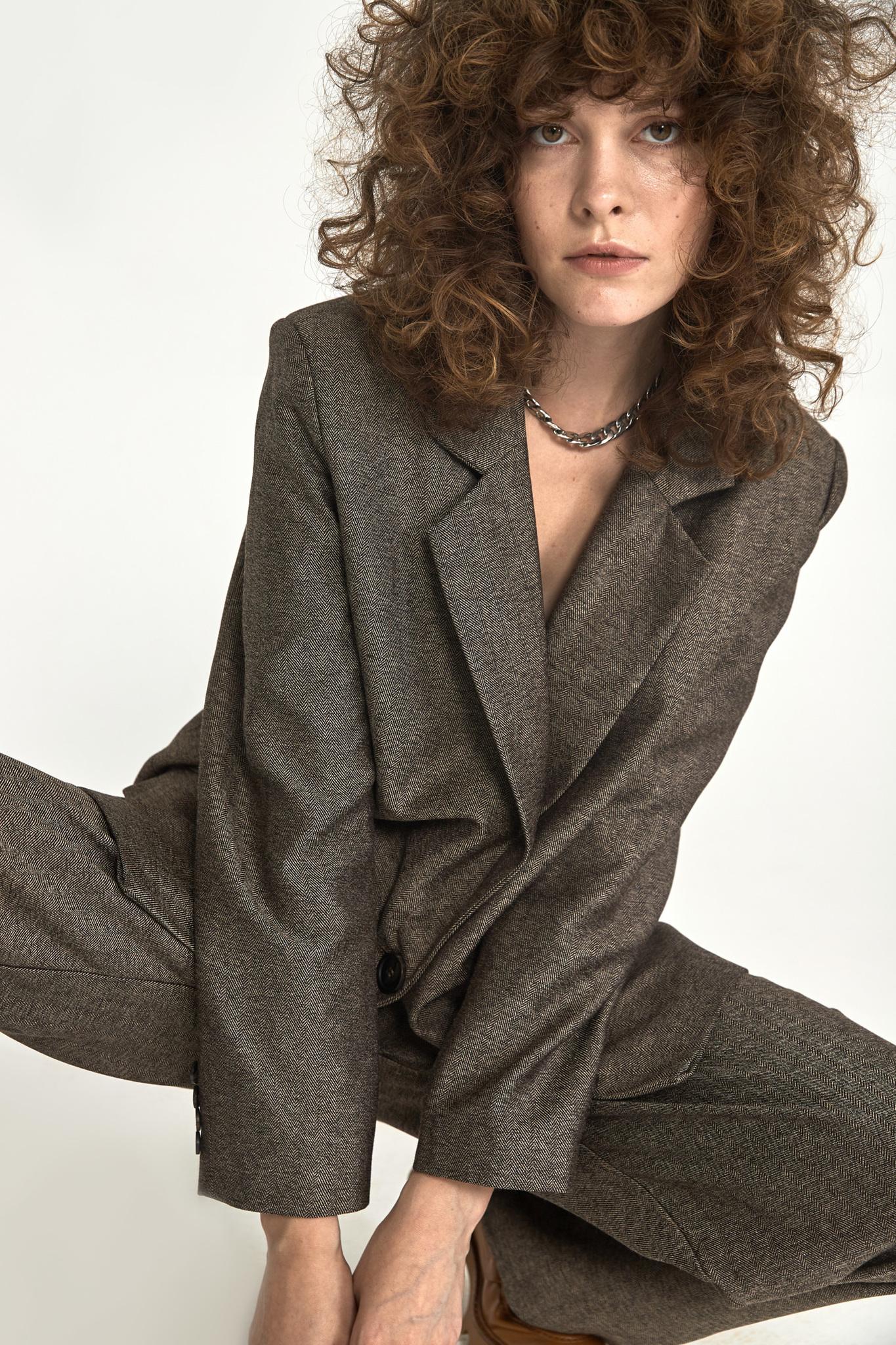 Широкие брюки с двумя складками (костюмный твил), елочка кофе