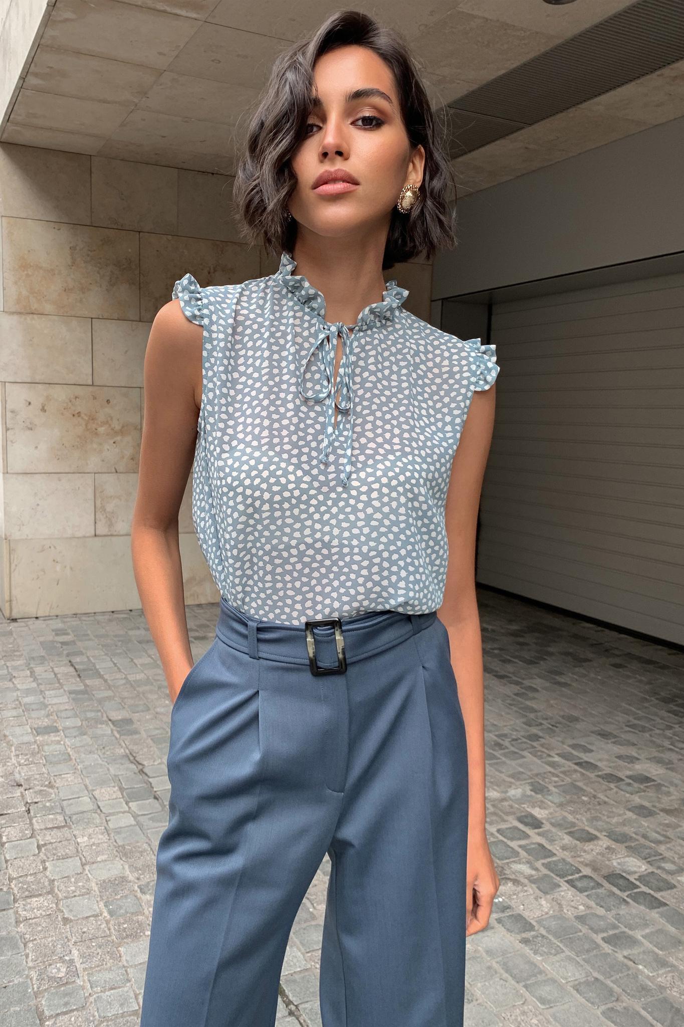 Блуза с крылышками (пятна на голубом шифоне)