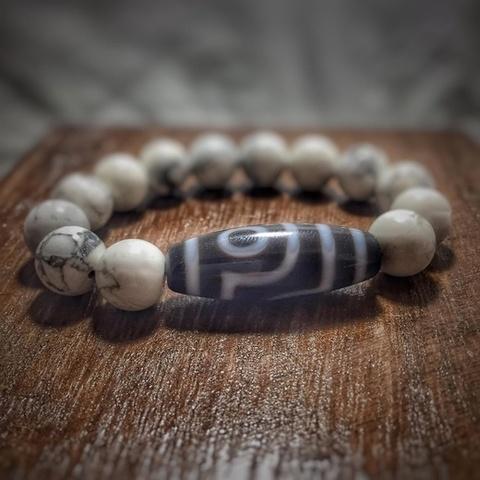 Каменный браслет с бусиной дзи 2 глаза из кахолонга