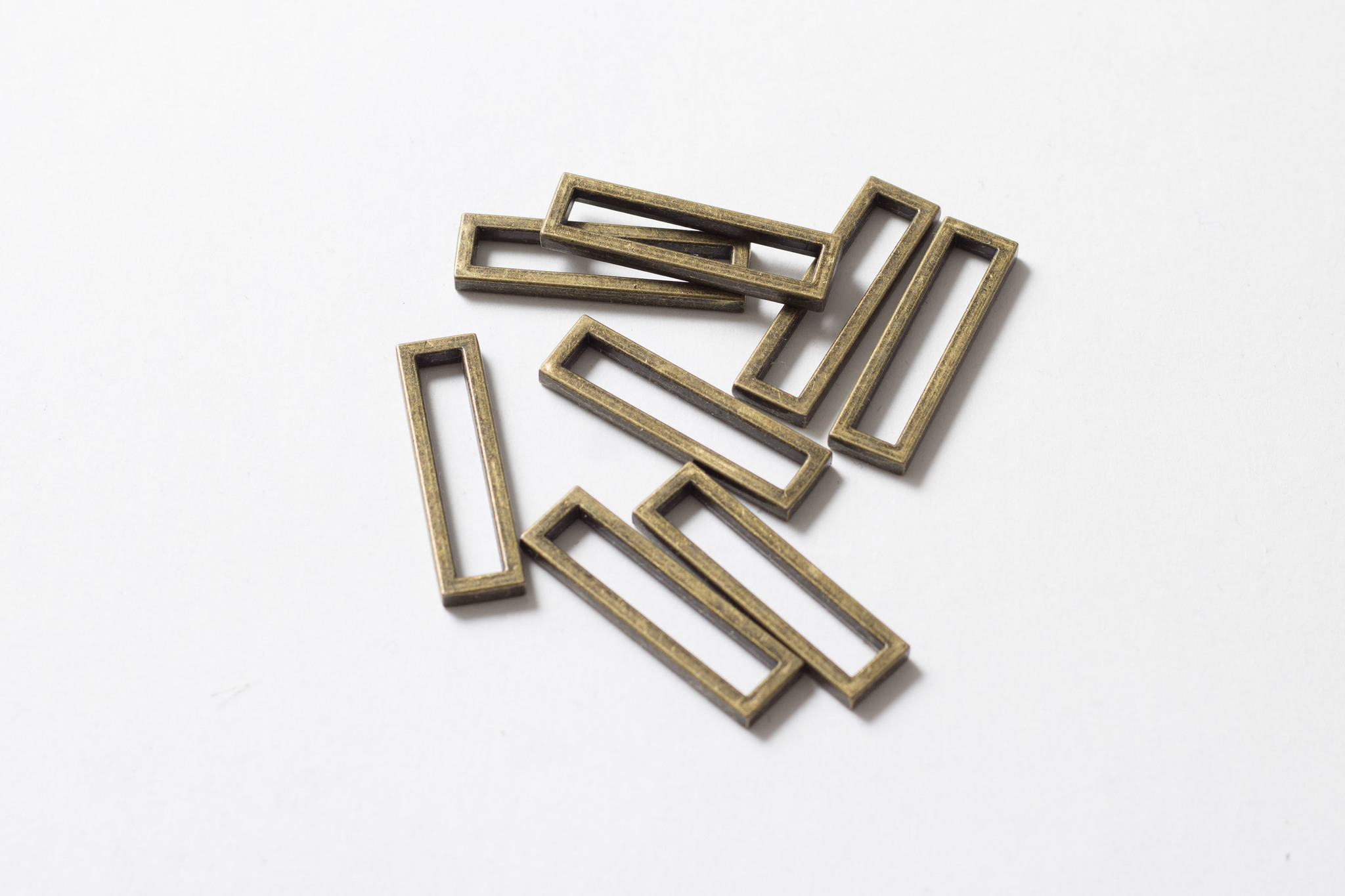 Металлическая рамка 5х30 мм, латунь.