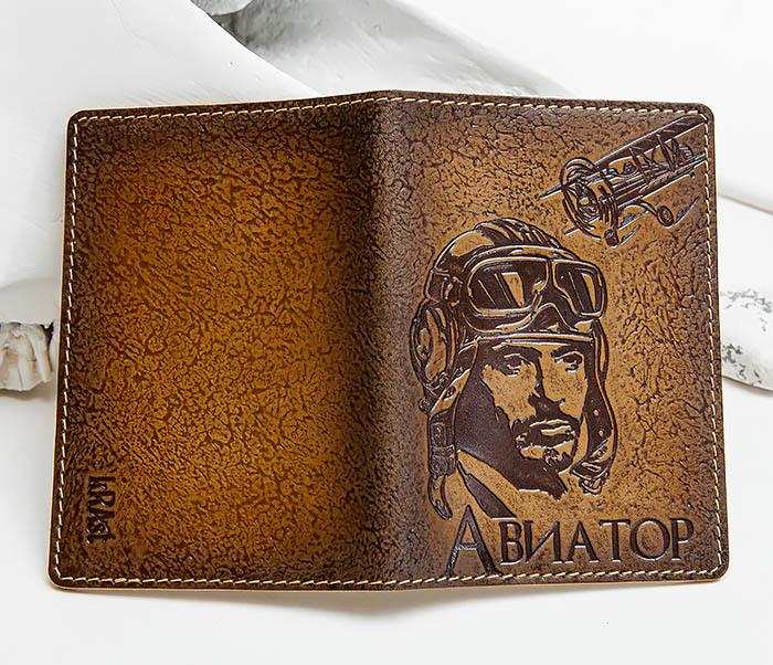 BY140213 Прикольная обложка на паспорт «Авиатор» из кожи фото 03