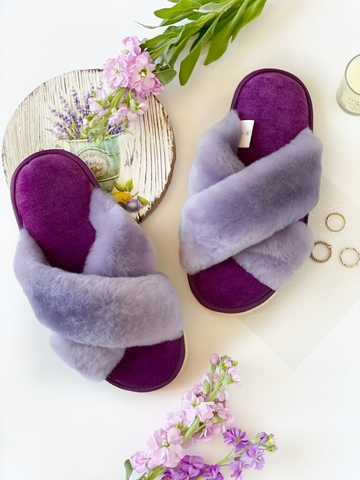 Меховые тапочки сиреневые с перекрестными шлейками и текстильной стелькой фиолетовой
