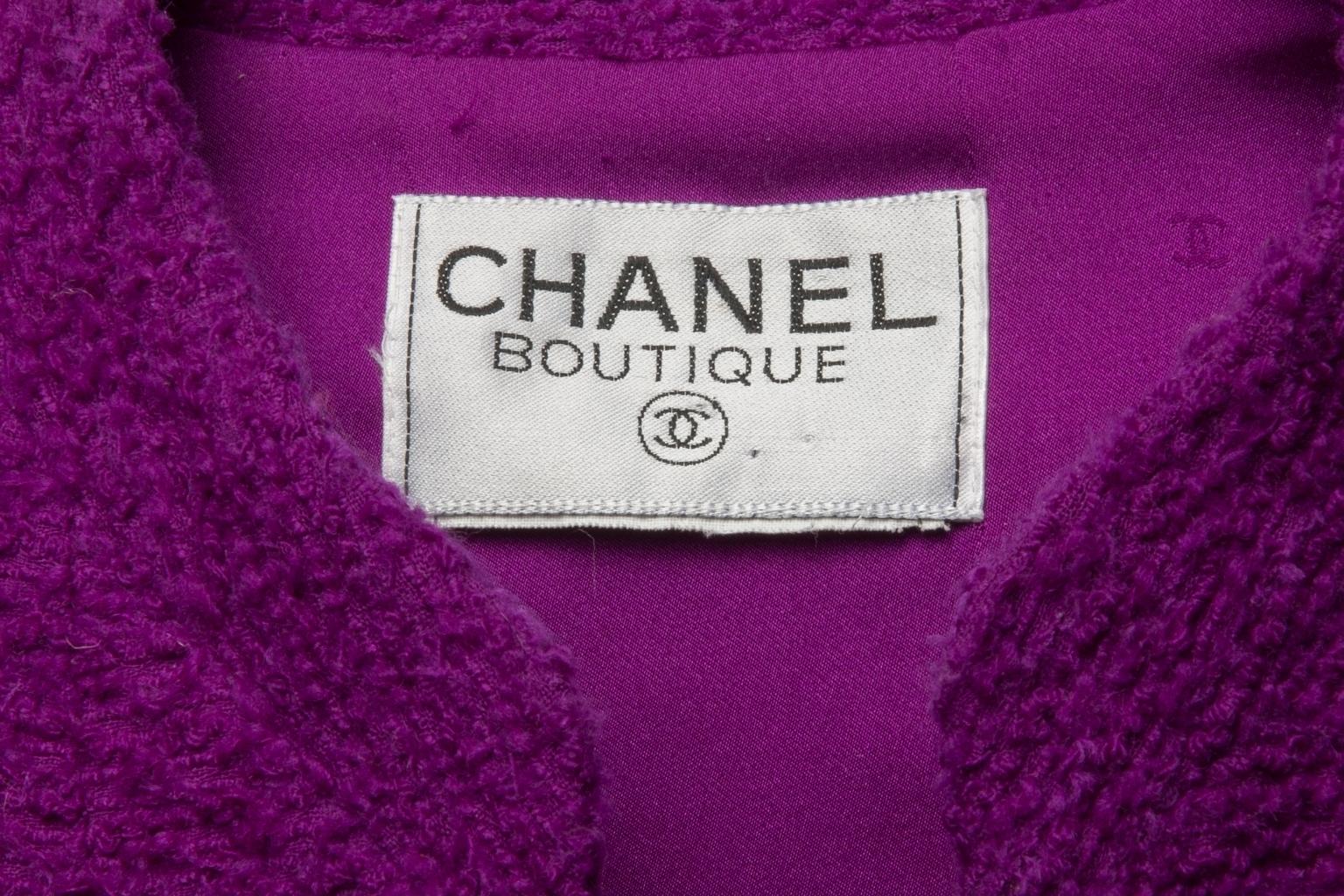 Элегантный костюм из твида от Chanel, 42 размер.