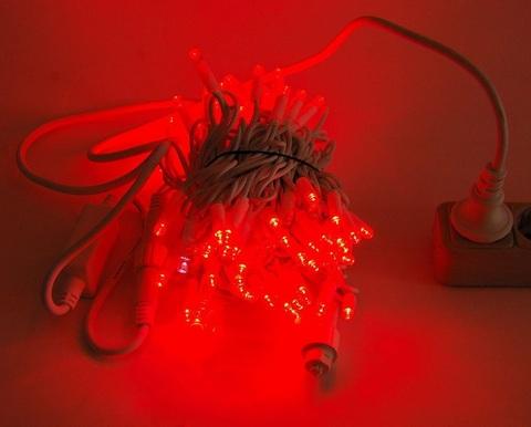 красная гирлянда нить на дерево уличная