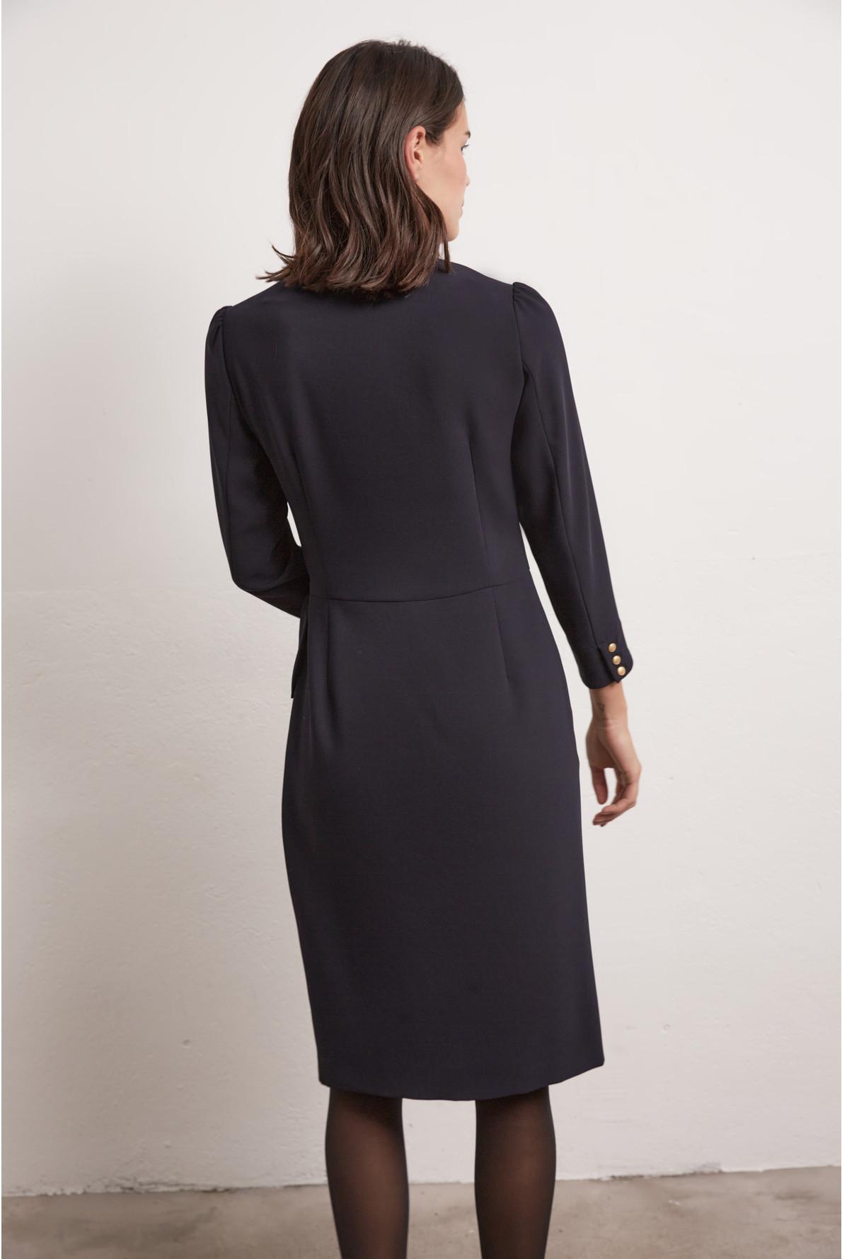 Платье с запахом из крепа