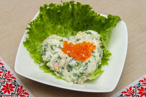 Салат из малосольной семги