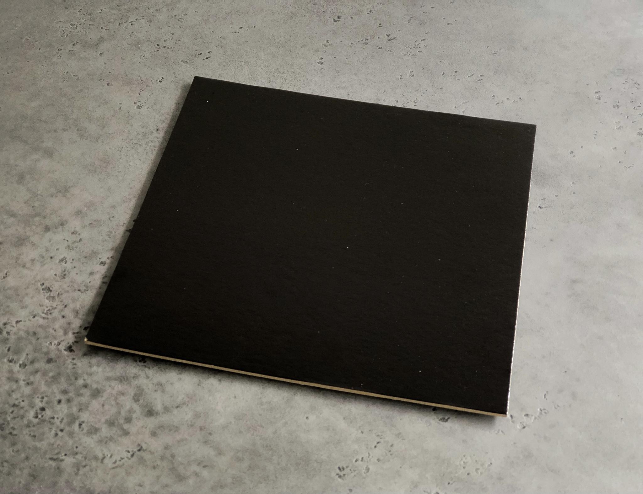 Подложка квадратная белая/черная 24 см, 3,2 мм