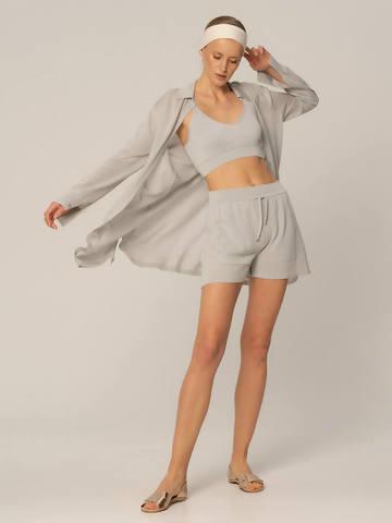 Женские шорты светло-серого цвета из вискозы - фото 2