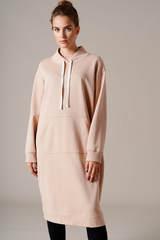 Трикотажное платье с карманом-кенгуру