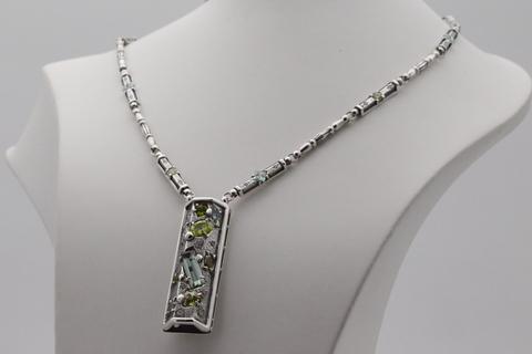 Колье с самоцветами из серебра 925
