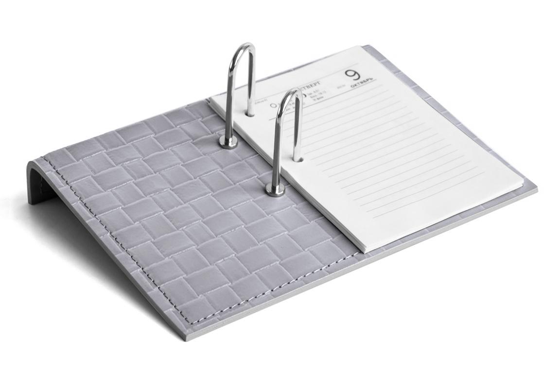 серый держатель перекидного календаря из кожи с тиснением bottega veneto