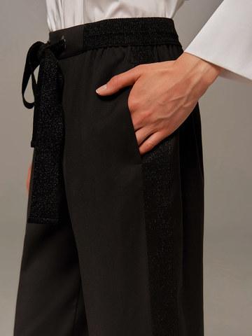 Женские брюки черного цвета с лампасами - фото 5