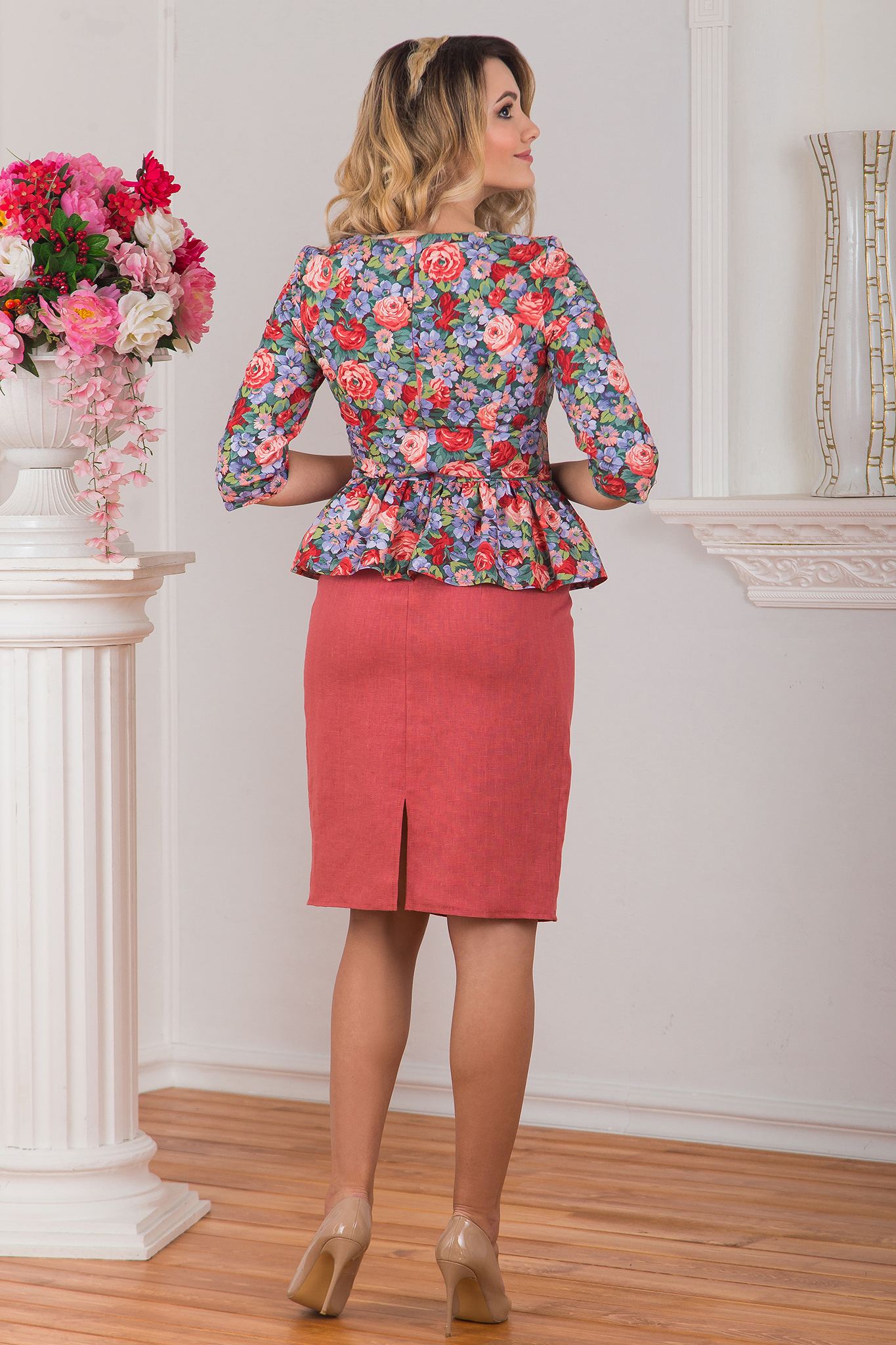 Платье с баской Нежный букет вид сзади