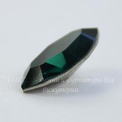 4228 Ювелирные стразы Сваровски Navette Emerald (15х7 мм)