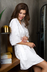 Шелковый халат женский белый Mia-Mia 15153