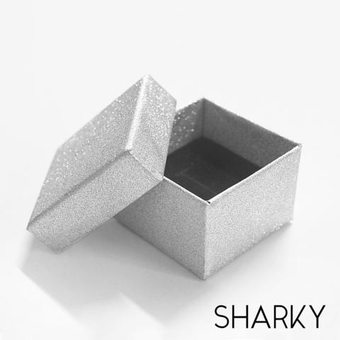 Подарочная серебристая коробочка квадратная / Подарочная упаковка Отрадное