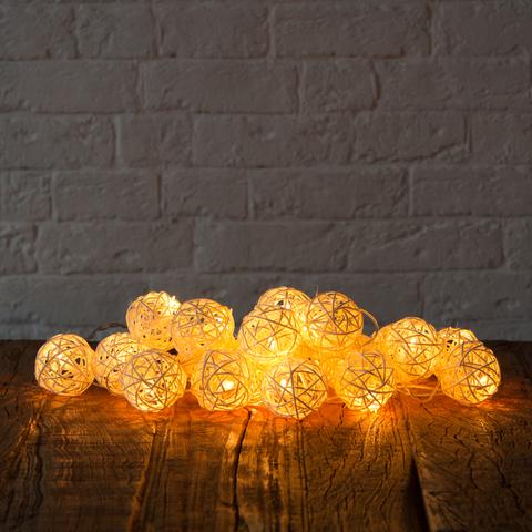 Гирлянда ротанговые шарики белые 20 LED от сети