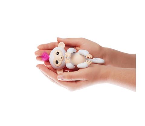 Интерактивная обезьянка Fingerlings София белая