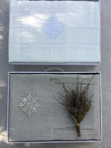 Комплект льняного постельного белья белый с нижегородской вышивкой