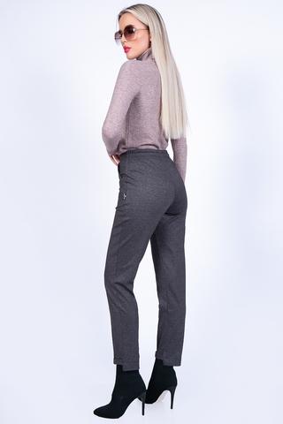 <p>Истенная женственность вне времени... Только представьтесколько восхищенных взглядов вы поймаете.Эта модель помогвет создавать деловой образ для любой дамы.Брюки сочетают в себе элегантность и минимализм, и отлично подходят даже для повседневного образа. Заказывайте женские брюки от компании Elza здесь и сейчас.&nbsp;</p>