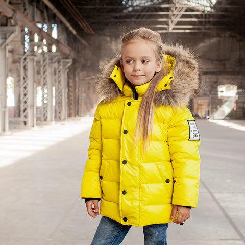 Дитяча зимова куртка з натуральної опушки неоново - жовтого кольору на дівчинку