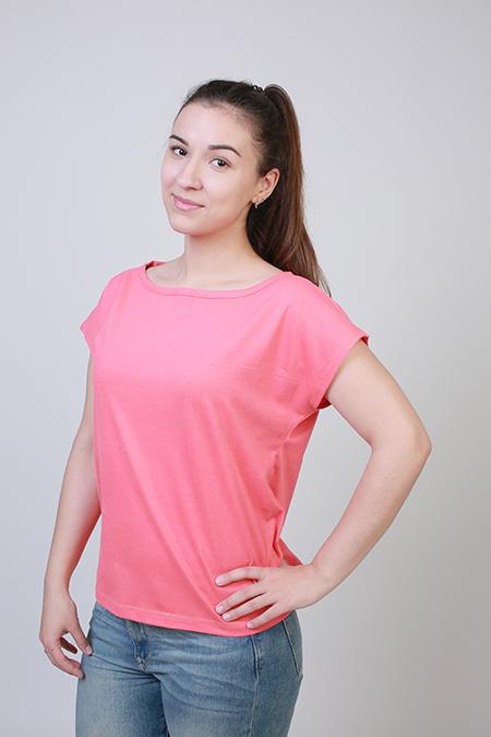 Выкройка женской футболки со спущенной проймой фото