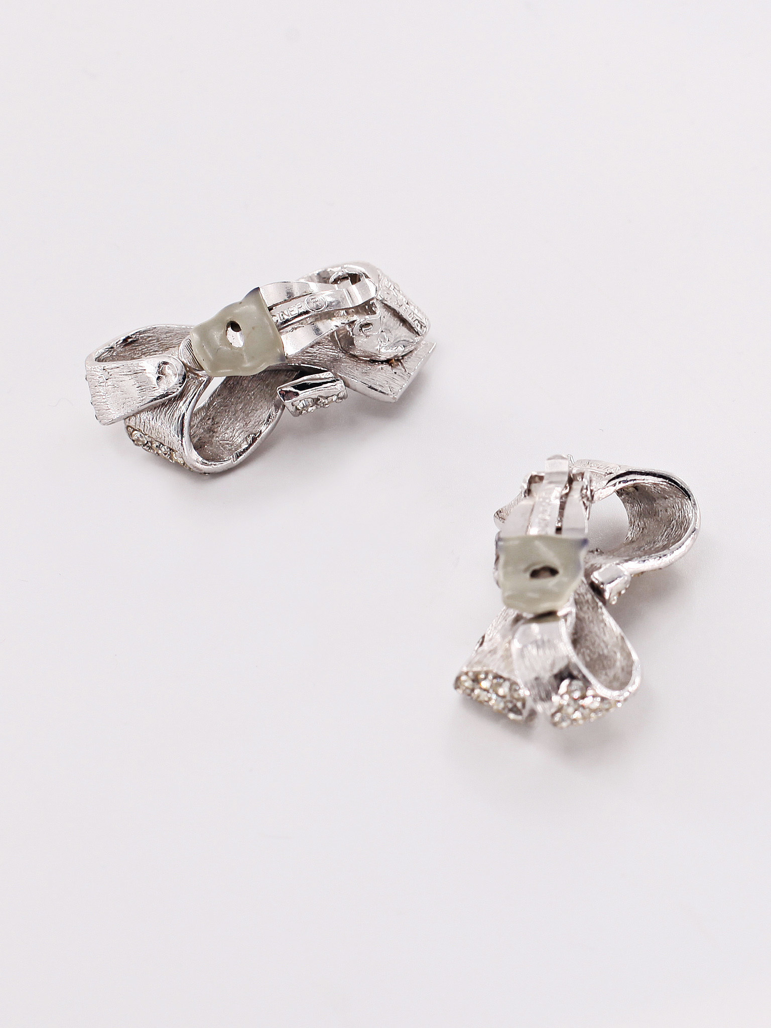 Bow-shaped earclips by Ciner