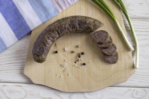 Колбаса жаренная с луком