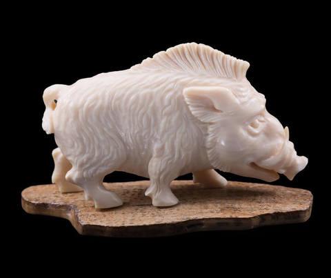 Скульптура из бивня мамонта «Кабан»