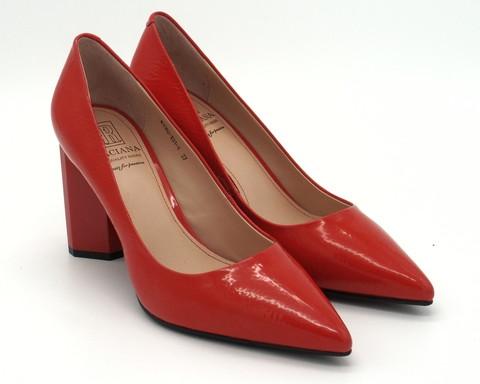 Красные классические туфли из напплака на графическом каблуке