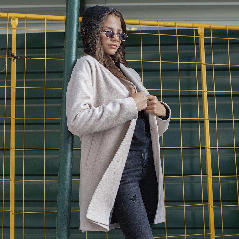 Підліткове кашемірове пальто білого кольору на дівчинку