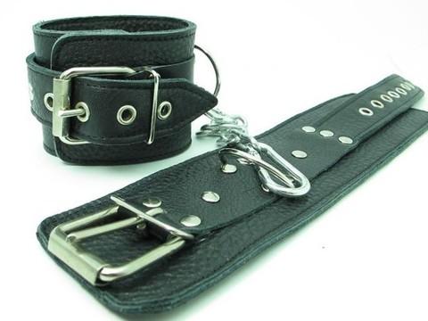 Кожаные наручники с пряжкой
