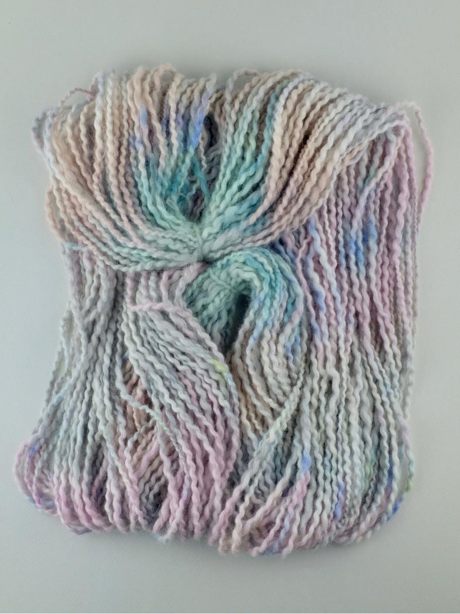 Пряжа из ангоры ручного секционного окрашивания розовая мятная