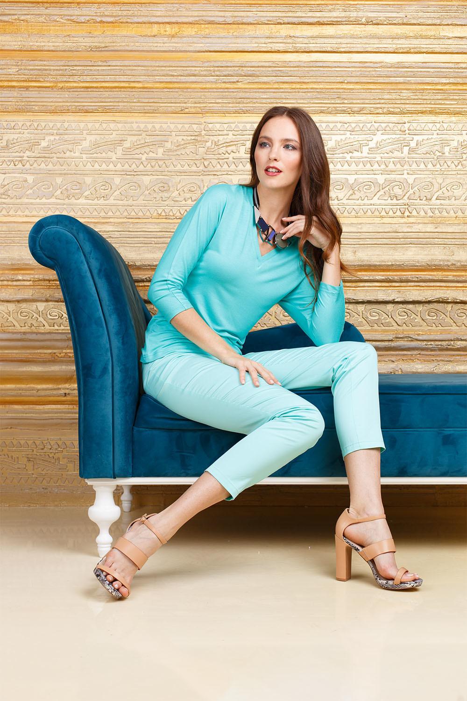 Джемпер В561-617 - Базовый джемпер, который легко сочетать с разными видами юбок, брюки, джинс. Комфортный, освежающего бирюзового цвета - он займет достойное место в вашем гардеробе.