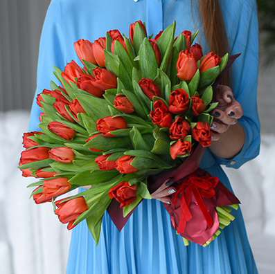 Купить большой букет 51 красный тюльпан Пермь