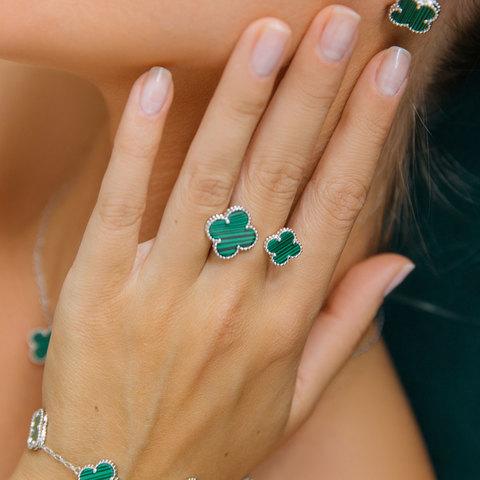 Кольцо незамкнутое Два Клевера (зеленый, серебристый)