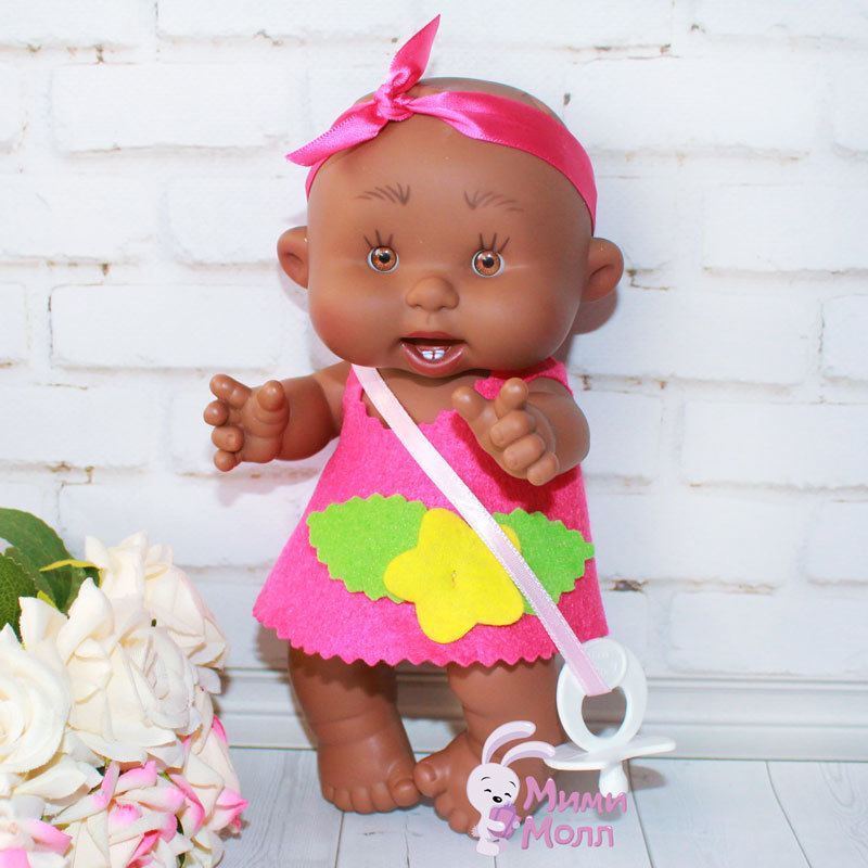 Пупс Nines D'Onil Милашка мулатка в ярко-розовом платье 21 см