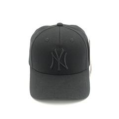 Кепка с вышитым логотипом Нью-Йорк Янкиз (Бейсболки New York Yankees) черная