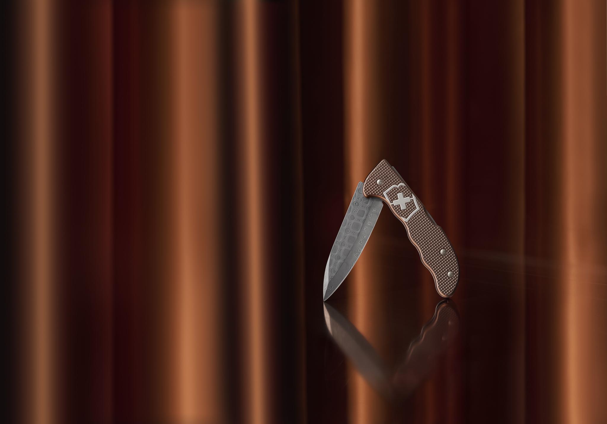 Складной коллекционный нож Victorinox Hunter Pro Alox Copper Brown Damast Limited Edition 2020 (0.9410.J20) дамасская сталь, лимитированное издание - Wenger-Victorinox.Ru