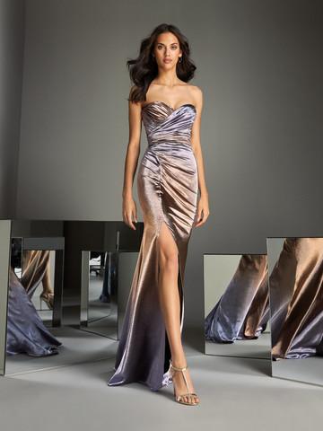 Вечернее платье классическое с открытым декольте